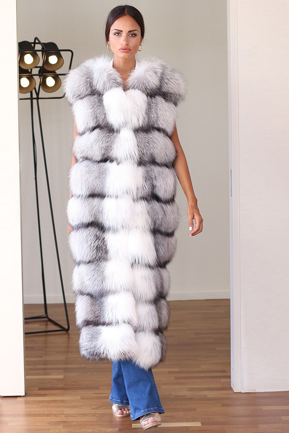 Fox Fur Vest with Plat Collar - Length 130 cm